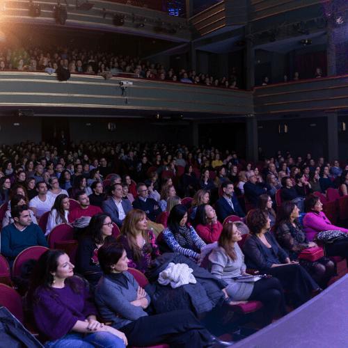 blog humanos en la oficina miguel angel perez laguna llena el teatro la latina