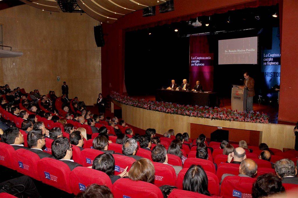 Teatro-Mario-Vargas-Llosa-Sede-Edición-Lima-Evento-Humanos-en-la-Oficina.jpg